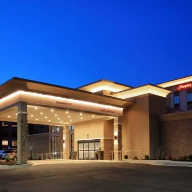 Hampton Inn & Suites Exterior Evening