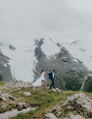 Wedding couple on ridgeline
