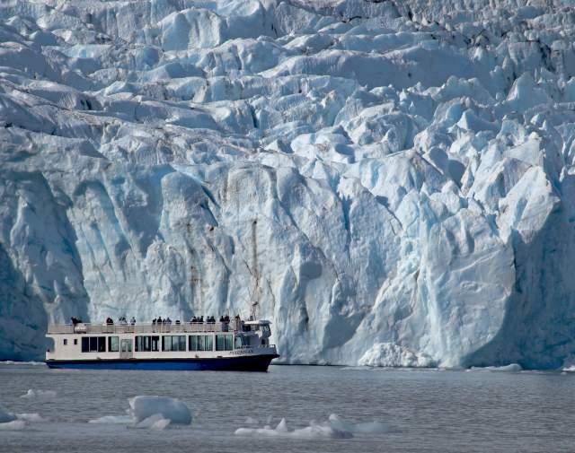mv Ptarmigan vessel in front of Portage Glacier