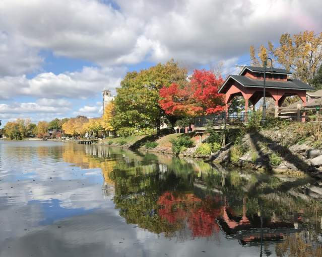 Fall foliage on the Erie Canal