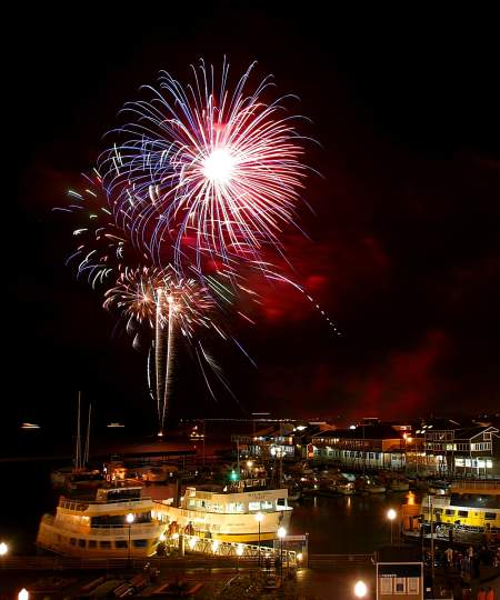 Fireworks over Blue & Gold Fleet and PIER 39