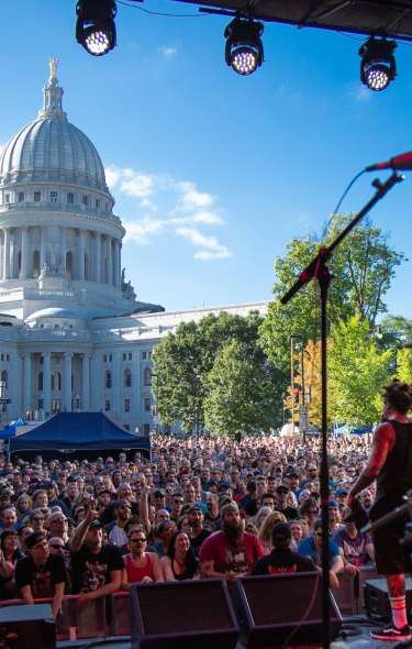 A behind-the-stage view of a concert in front of the state capitol