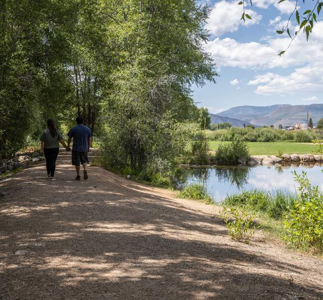 Couple walking on a trail at Kaibab Park