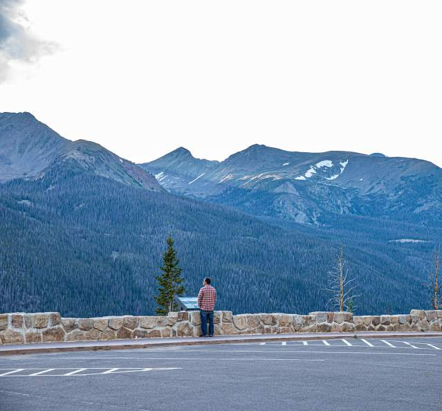 Scenic overlook in Rocky Mountain National Park on Trail Ridge Road