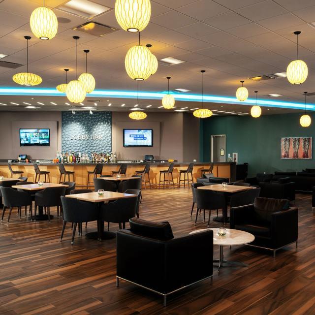 Avanti Palms Resort and Conference Center lobby bar
