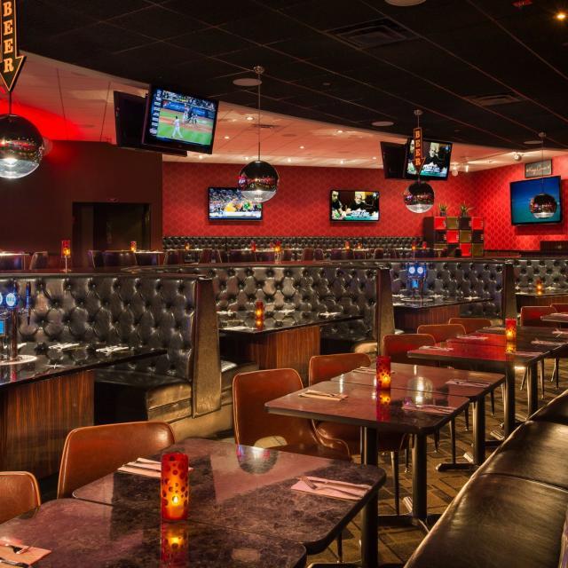 Kings Bowl Orlando dining area