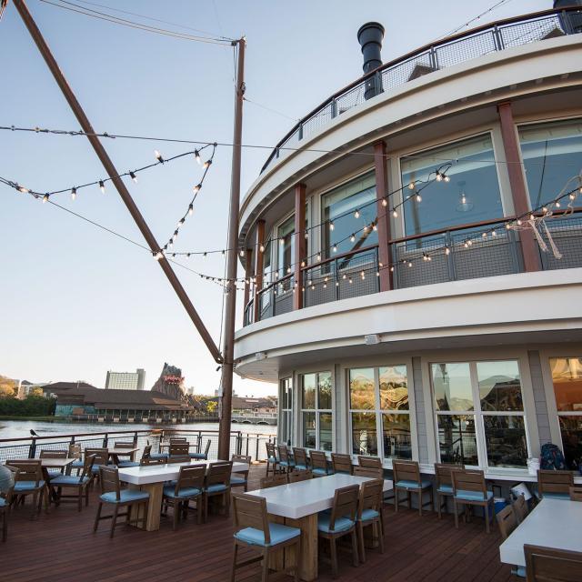 Paddlefish Restaurant bow of first deck