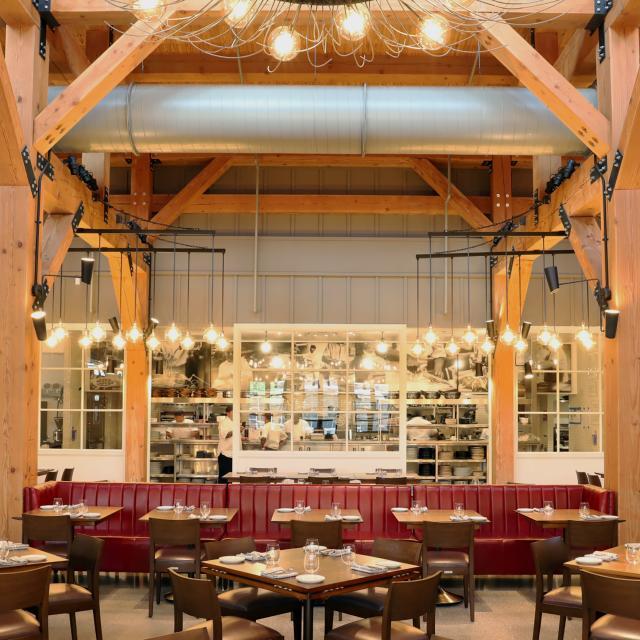 Wolfgang Puck Bar & Grill, Disney Springs interior dining