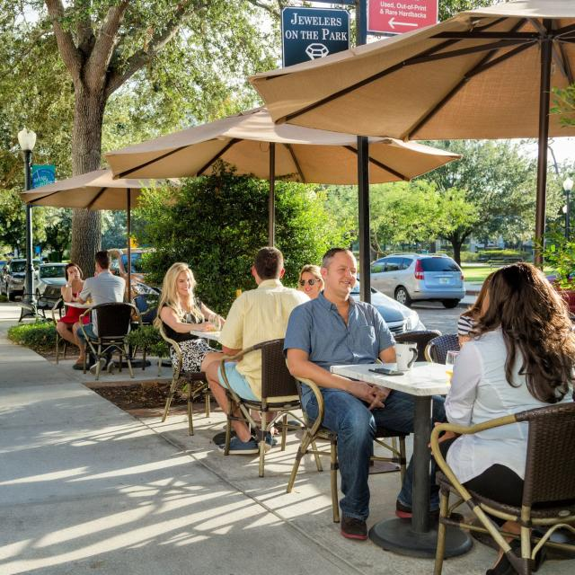 Outdoor dining on Park Avenue