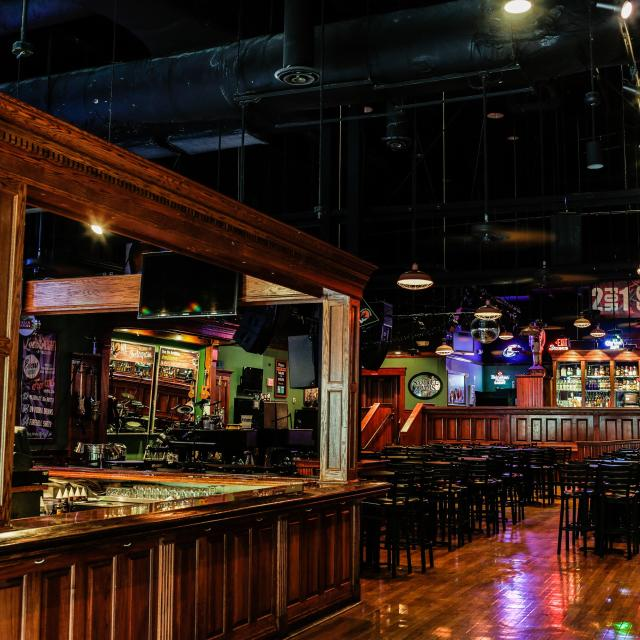 Howl At The Moon interior with bar