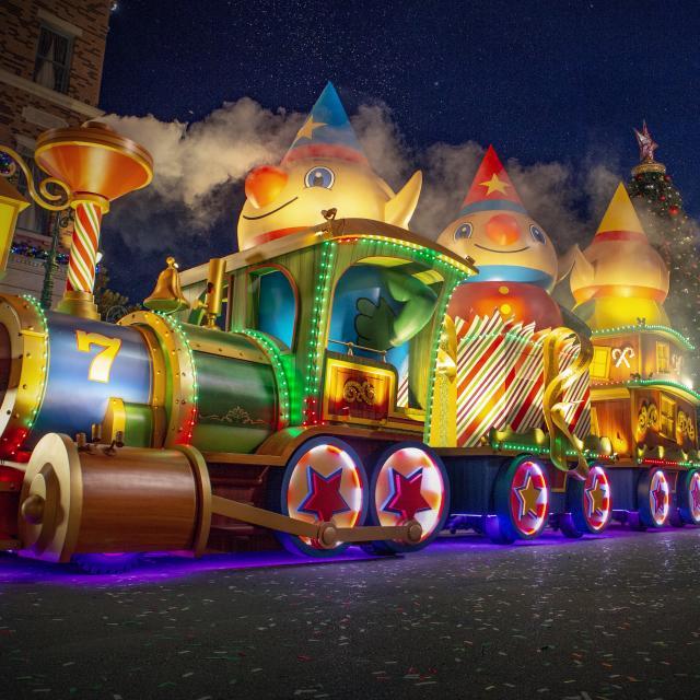 Holiday parade at Universal Orlando Resort 2021