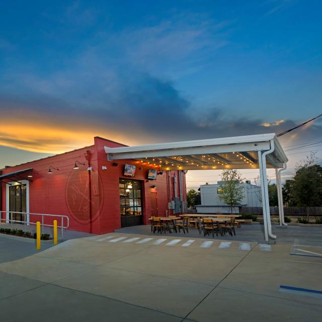 Exterior of Ivanhoe Park Brewing at sunset.