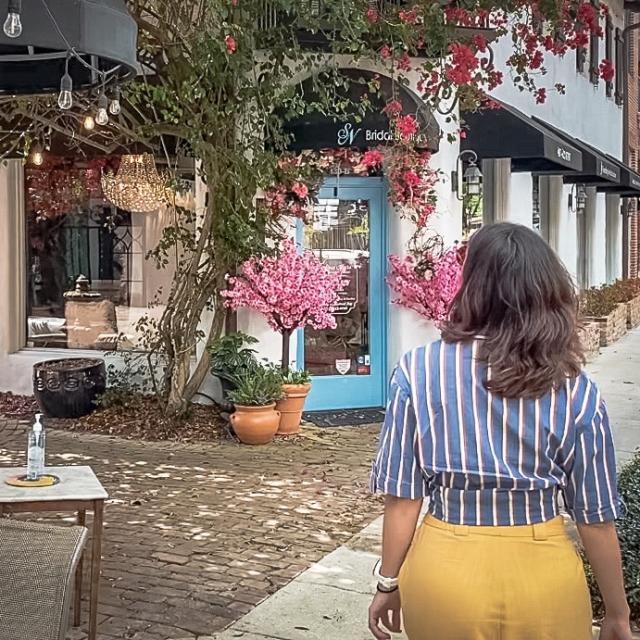 2021 Influencer Nakiesa Faraji-Tajrishi walking by CFS Coffee Shop in Winter Park