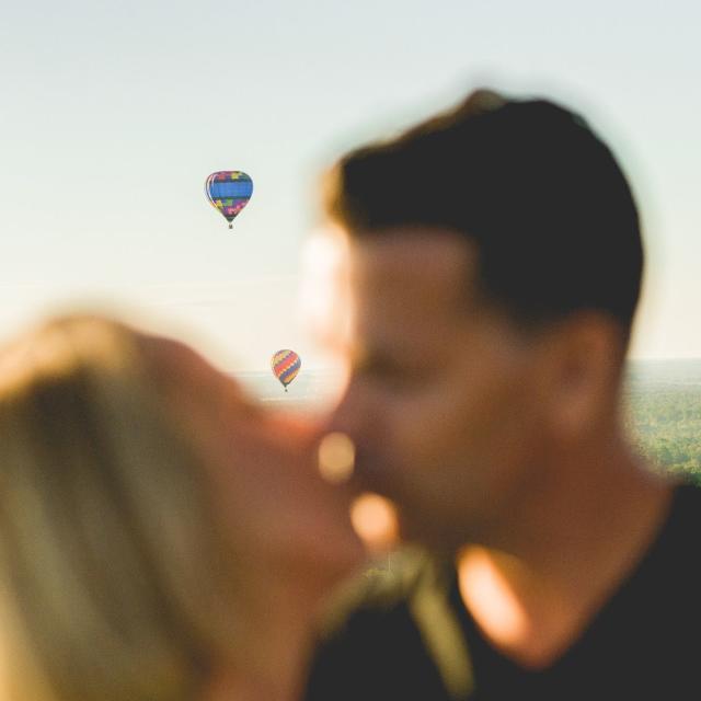 A couple kissing while on Orlando Balloon Rides.