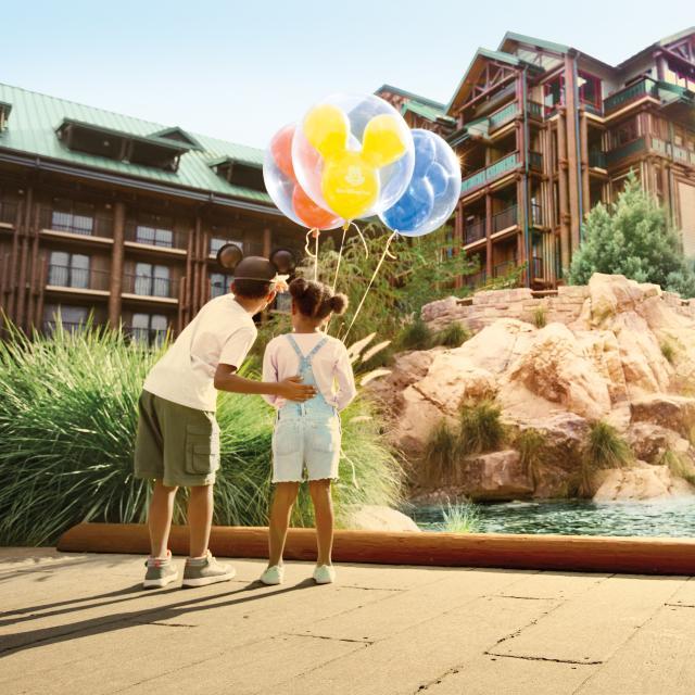 Disney's Wilderness Lodge children looking at exterior