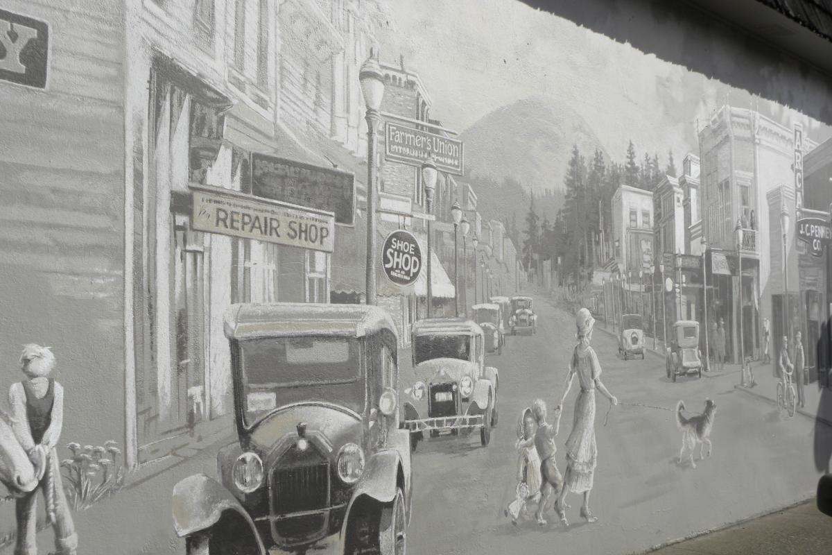 Cottage Grove Mural by Eugene, Cascades & Coast