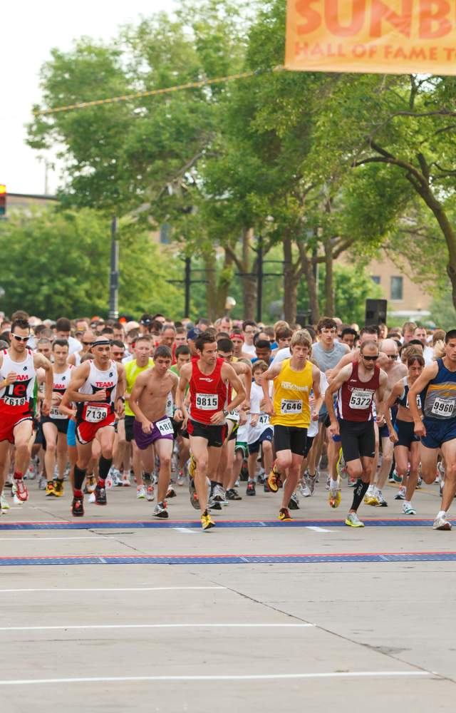 Runners starting the SUnburst race in DTSB