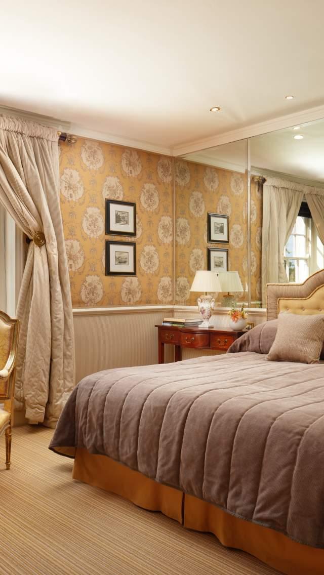 Superior Bedroom at Summer Lodge