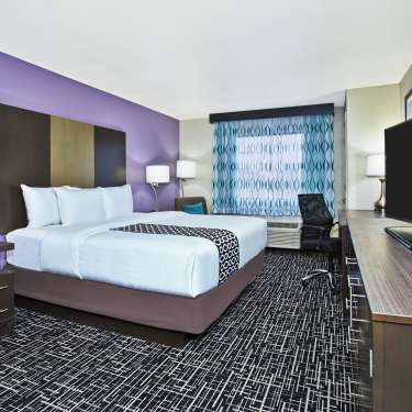 La Quinta Inn & Suites by Wyndham Fairborn Wright-Patterson King Room