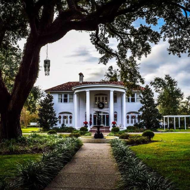 Oak Crest Mansion Inn