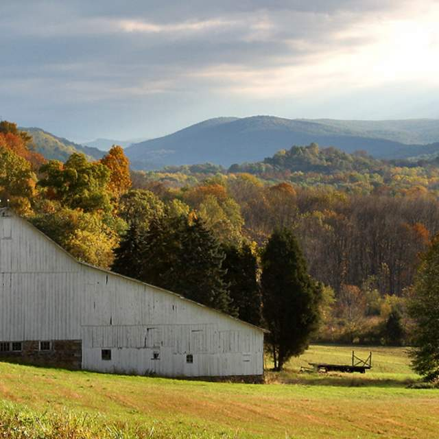Fall View Of A Barn in the Pocono Mountains