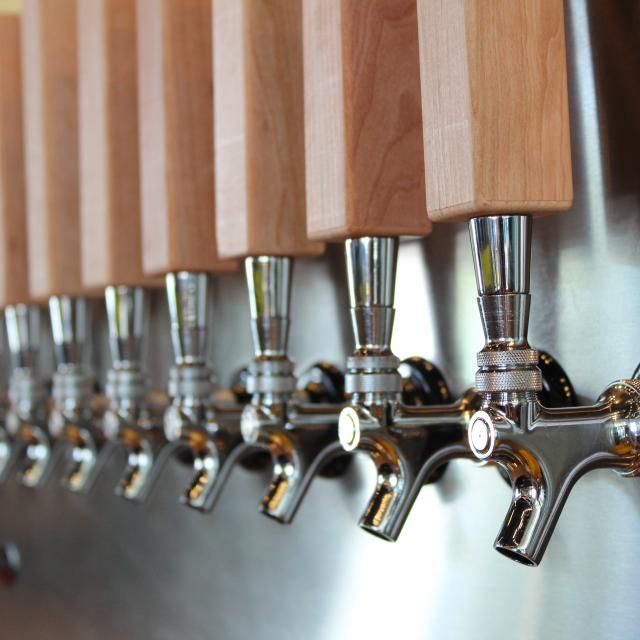 Park Pizza & Brewing Company beer taps