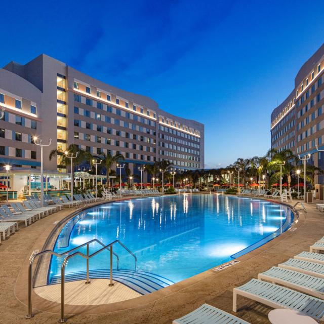 Universal's Endless Summer Resort - Surfside Inn and Suites pool at night