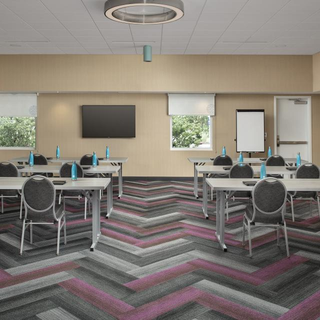 Tru by Hilton Orlando Convention Center citrus meeting room classroom