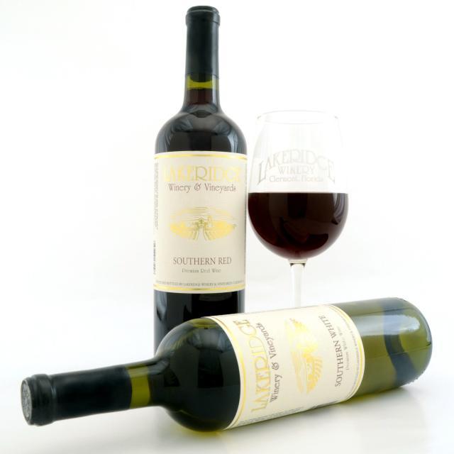 Lakeridge Winery & Vineyards red and white wine bottles