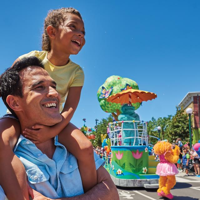 Father and daughter at the character parade in SeaWorld Orlando
