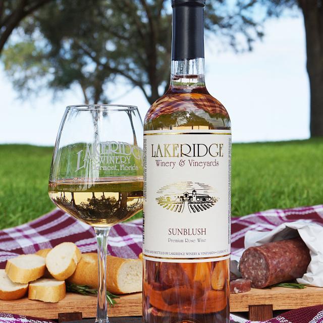 Lakeridge Winery & Vineyards sunblush wine picnic