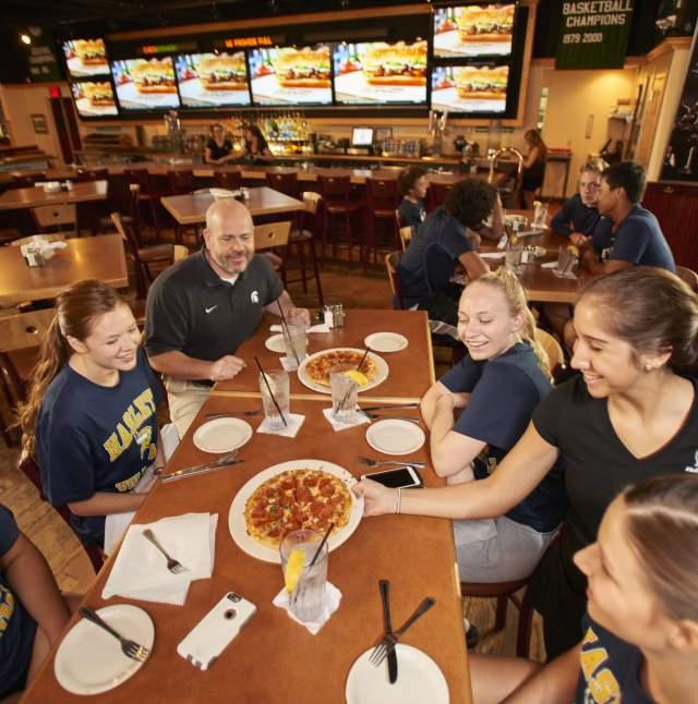 Spartan Hall of Fame Cafe - Team Eating