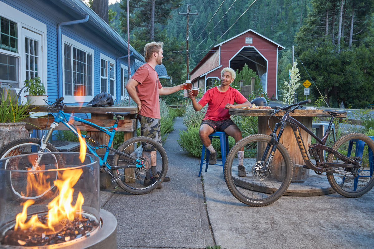 Westfir Lodge Mountain Bikers