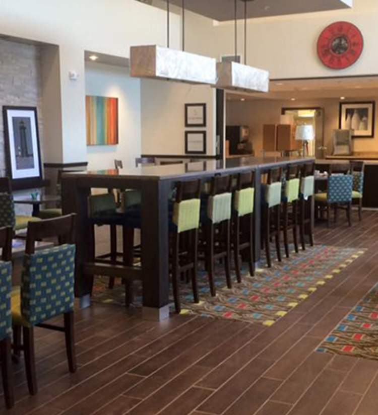 Hampton - Breakfast Lobby