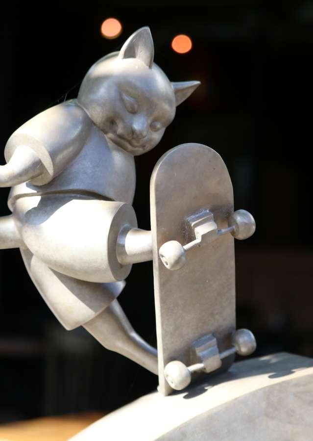 Cat sculpture on Park Lane