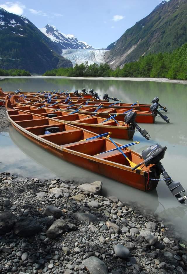 AKX canoe people