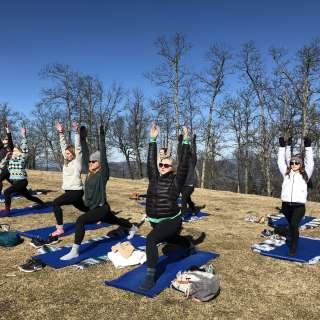 Mountaintop Yoga_Credit Asheville Wellness Tours
