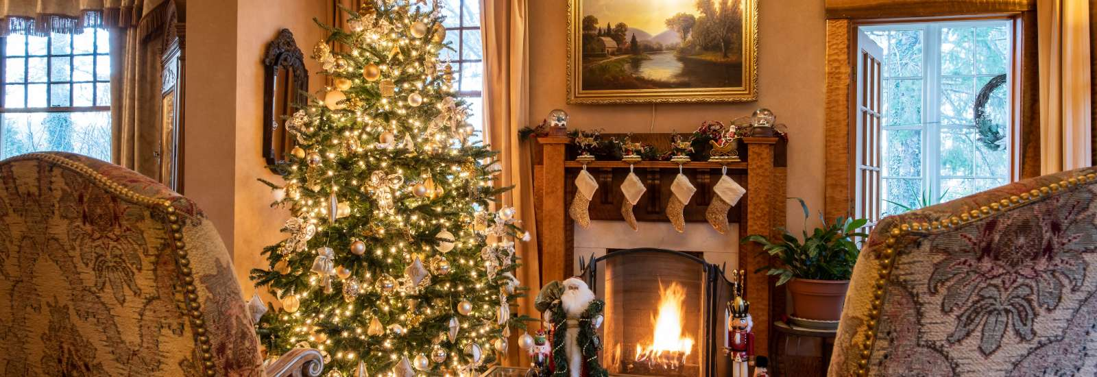 Beautiful and classic holiday decorations at Cumberland Falls B&B in Asheville, NC