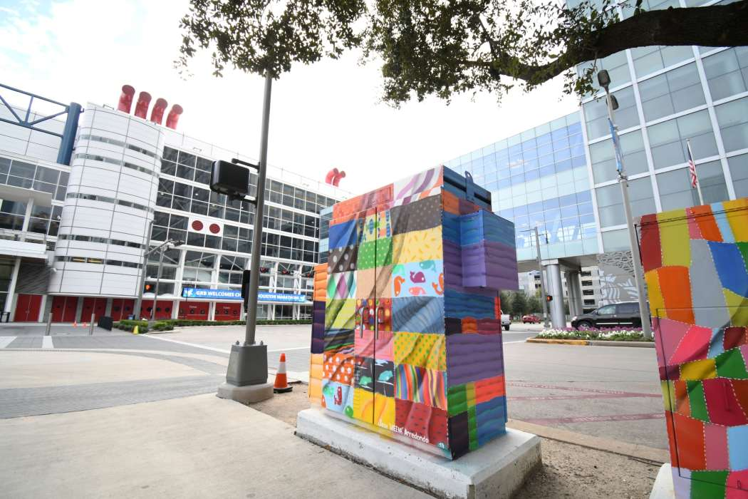 Quilts Mini Mural, Located: Corner of Lamar & Avenida de las Americas