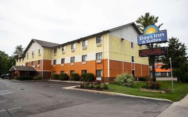 Days Inn Suites By Wyndham Traverse City