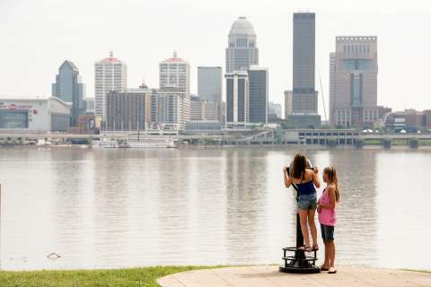 ϾPeople Looking At The Louisville Skyline}}