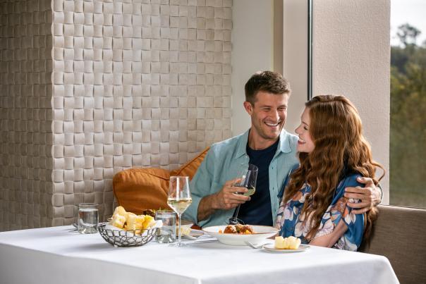 La Luce magical dining couple