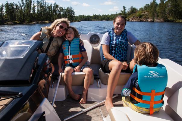 Family Boaters on Rainy Lake International Falls