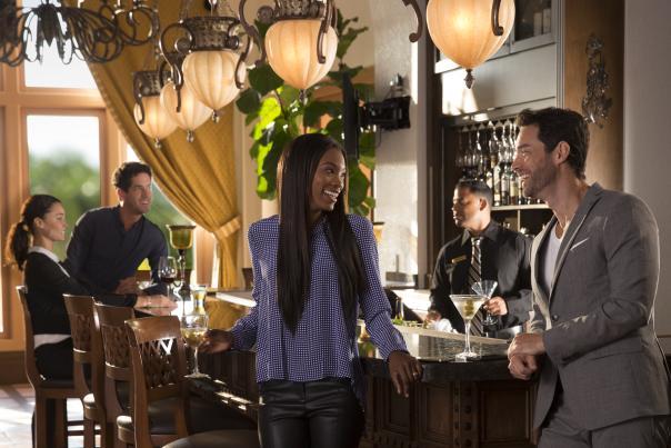 couple at the bar at Cala Bella at Rosen Shingle Creek