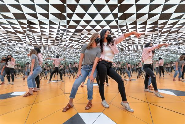 museum of illusions infinity room millenial girls masks