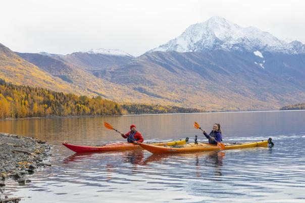 Couple kayaking in the fall at Eklutna Lake