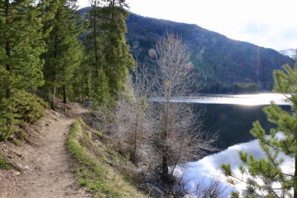 Hiking trail next to the shores of Monarch Lake