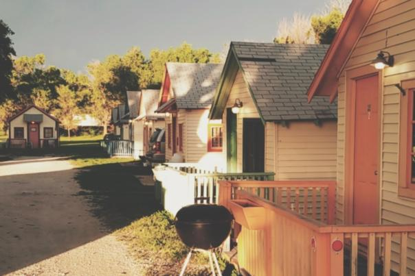 Shady Grove Cabins | Downs Kansas