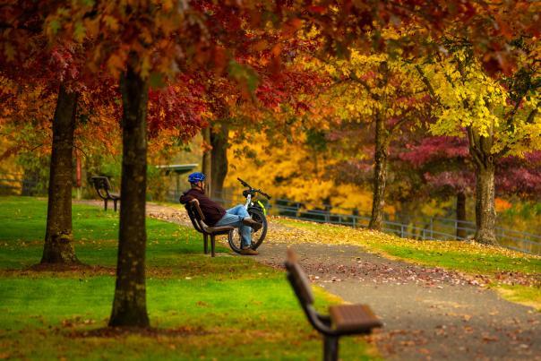 Cyclist takes a break in Stewart Park
