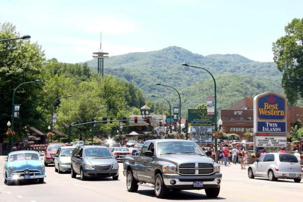 Gatlinburg_downtown